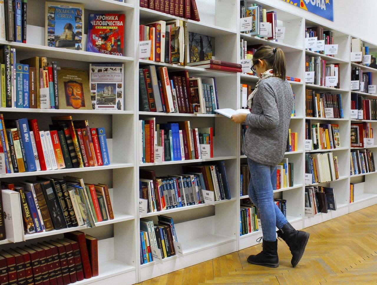 Bibliothèque chez les buralistes